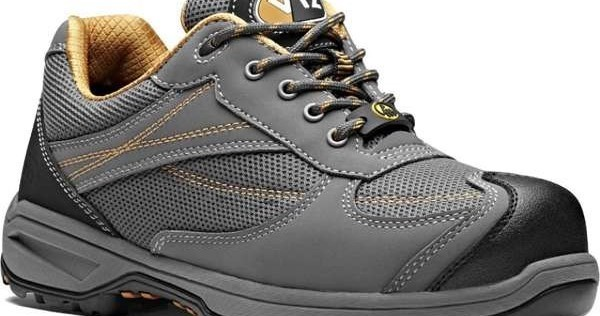 The Difference Between Men & Women's V12 Safety Boots